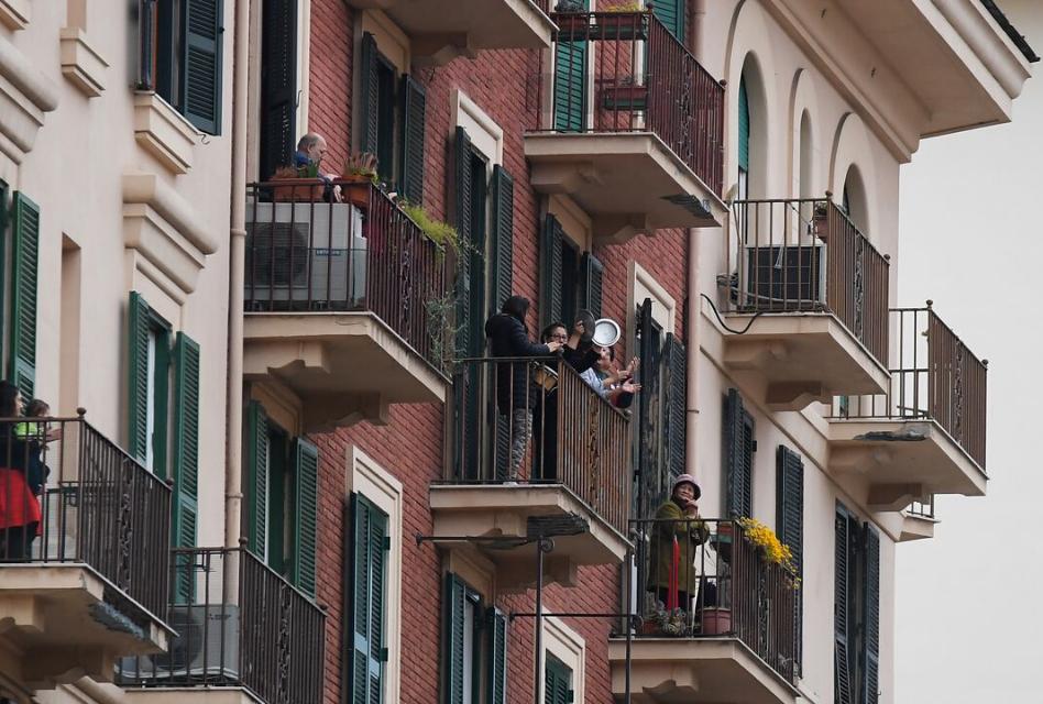 #quedateencasa Farmacia Perez queda en los balcones